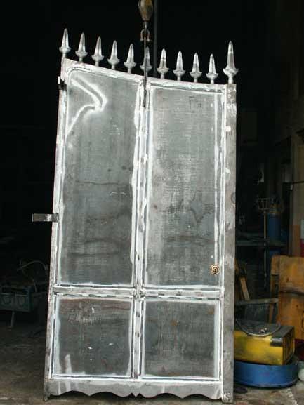 Réparation de la porte en acier